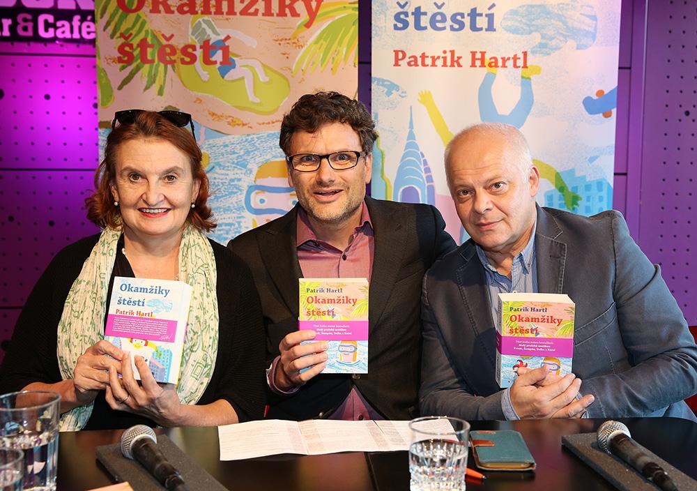 Patrik Hartl při představení knihy